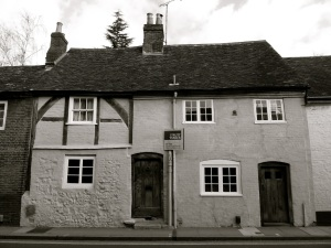 23-25 Chesil St, Winchester, C16-19