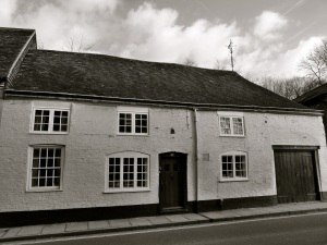 27 Chesil St, Winchester, C16-19