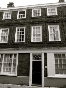 5 Kingsgate St Winchester C18 (II*)
