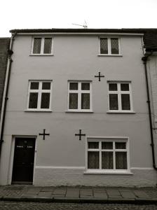 72 Kingsgate St Winchester C17