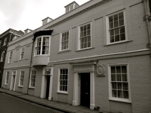 8-9a Kingsgate St Winchester C18