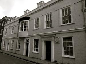 8-9a Kingsgate St Winchester C18