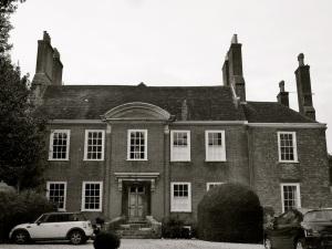 11 The Close Winchester 1727