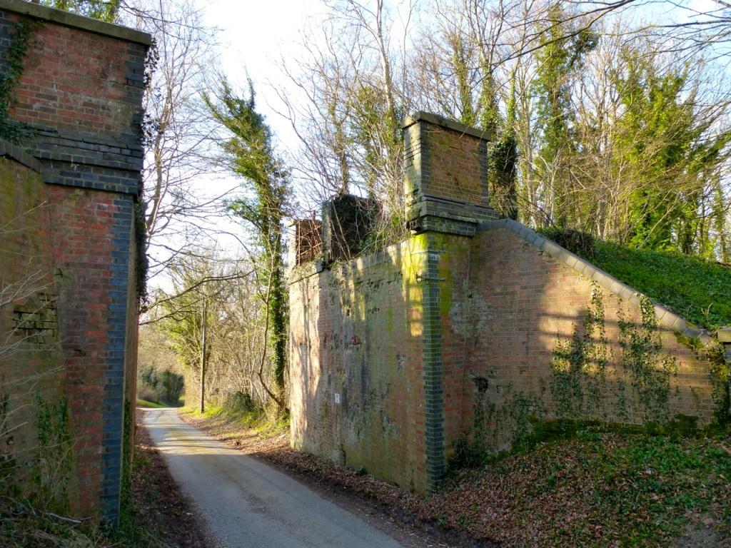 Peak Farm Lane railway bridge