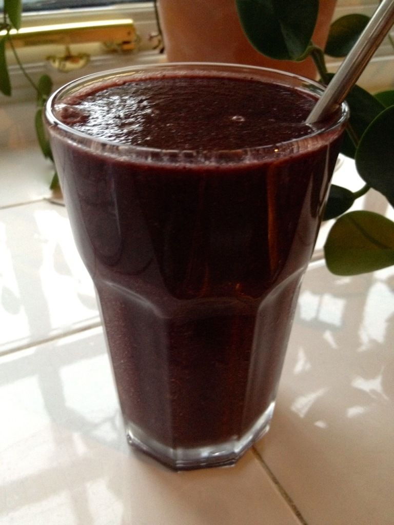 Blueberry and lettuce smoothie