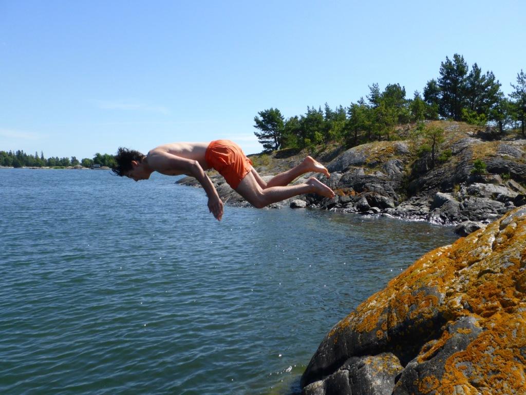 Dive mid air