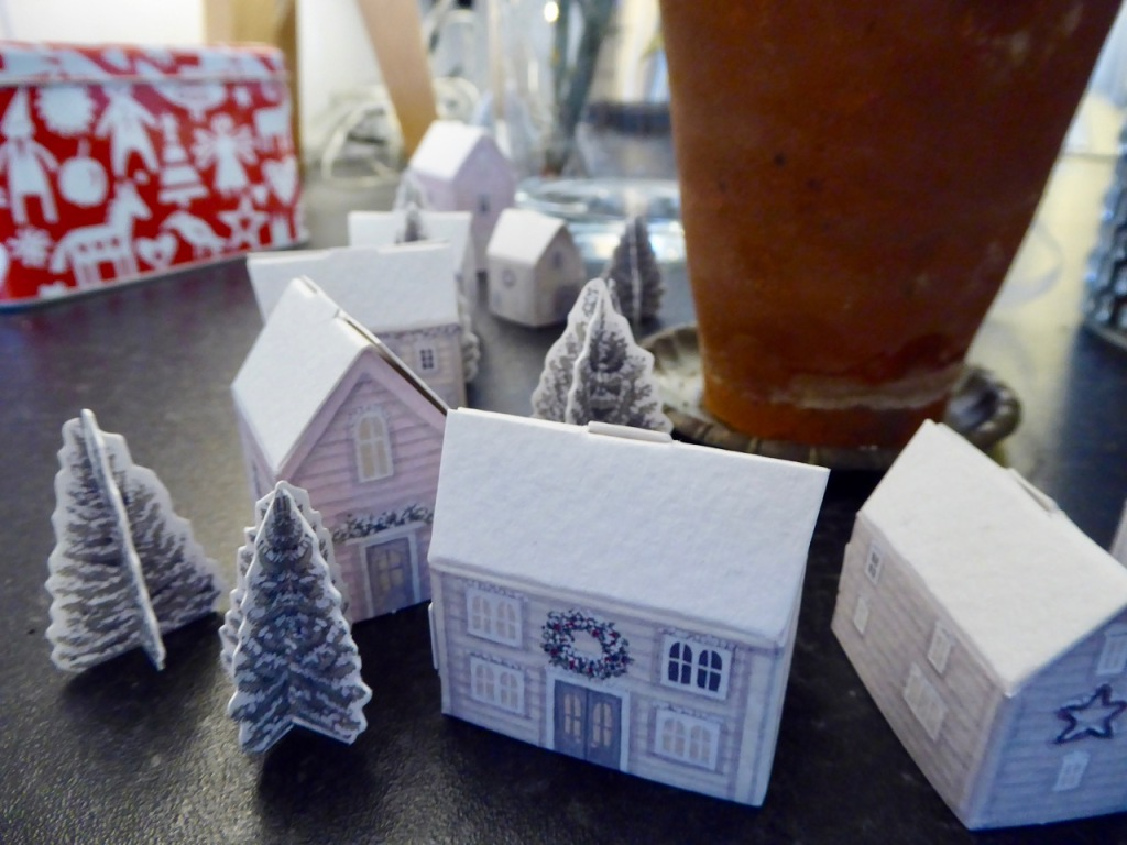 Advent houses